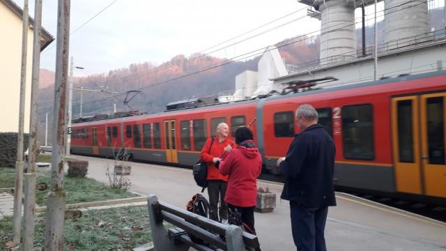 Na železniški postaji Kresnice.