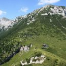 Tolminski Migovec s planino Kal v ospredju