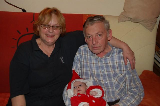 24. dec Božiček na obisku pri babi in dediju v Trnovem