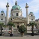 Peljali smo se mimo Karlove cerkve, baročnega čudeža.