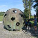 Na tem mestu je pristal balon dveh raziskovalcov s katerim sta dosegla rob atmosfere.